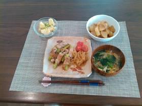 主菜の「若鶏手羽元ソテー」