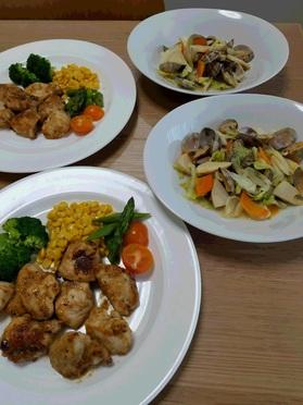 当日分の主菜の「和鶏胸肉の照り焼」と副菜の「春キャベツとタケノコのあさり蒸し煮」
