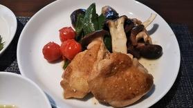 主菜の「鶏肉・野菜ときのこの焼き物 柚子風味」