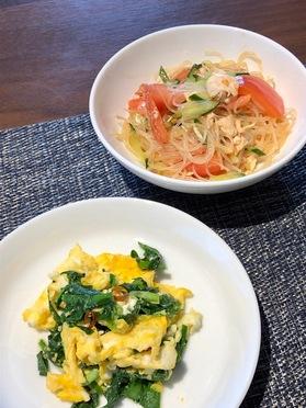 副菜の「ニラ玉」と「きゅうりとトマトと春雨の中華サラダ」