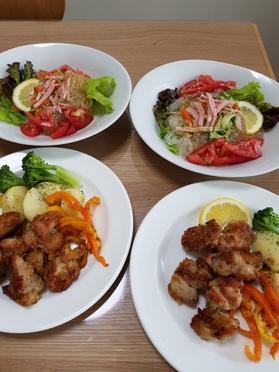 当日分の主菜の「チキン 揚げないからあげ風」と副菜の「春雨の中華風ゴマ和え」