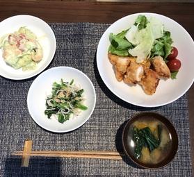 暑い夏を乗り切るためにニラたっぷりの餃子と、さっぱり食べられるピリ辛中華和えをご用意しました。